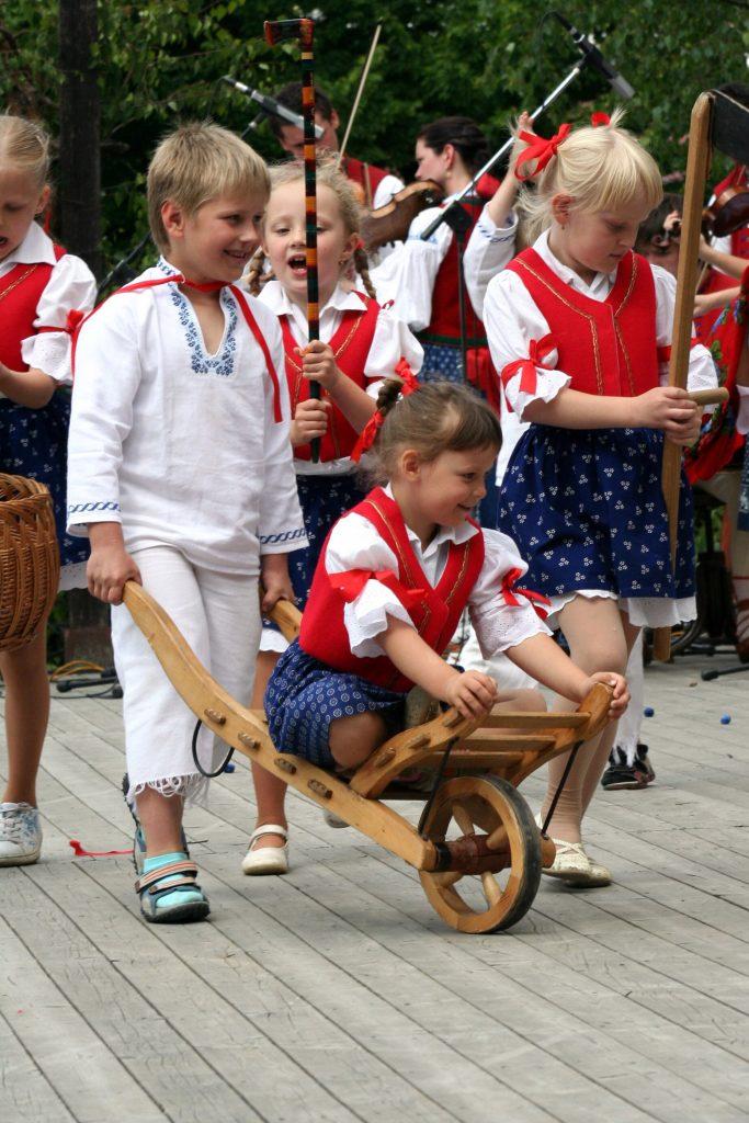 Valašský kroužek - foto dětí v krojích  2